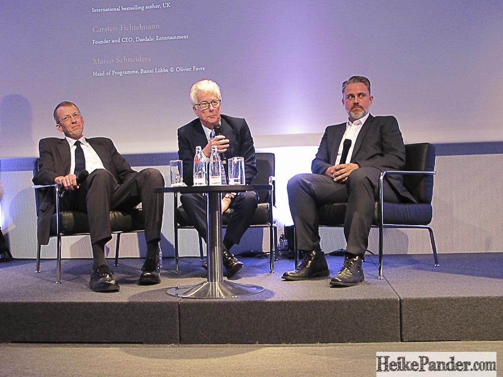 Marco Schneiders (Verlag Bastei Lübbe), Ken Follett, Carsten Fichtelmann (Daedalic Entertainment), v.l.