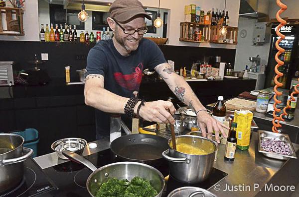J. P. Moore bei einer Kochshow