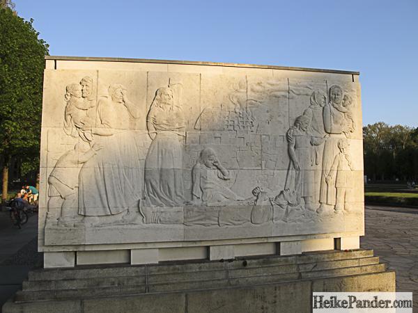 Relief, Ehrenmal, Treptower Park
