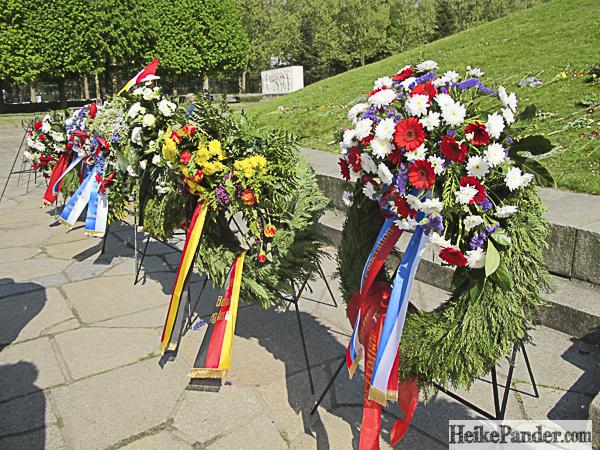Blumenkränze, Ehrenmal Treptower Park