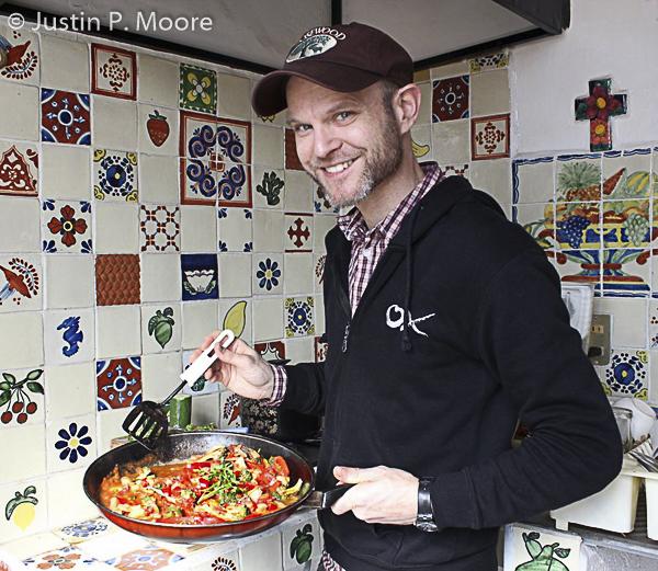 J. P. Moore beim Kochen