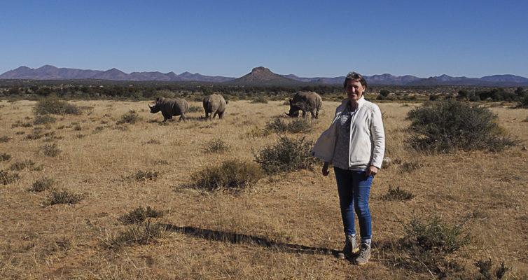 Heike Pander mit Breitmaulnashörnern, Nähe Windhoek, Namibia, Tobias Sauer